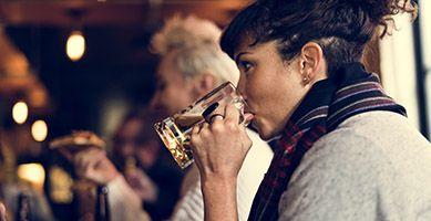 Jak usunąć plamy po piwie?
